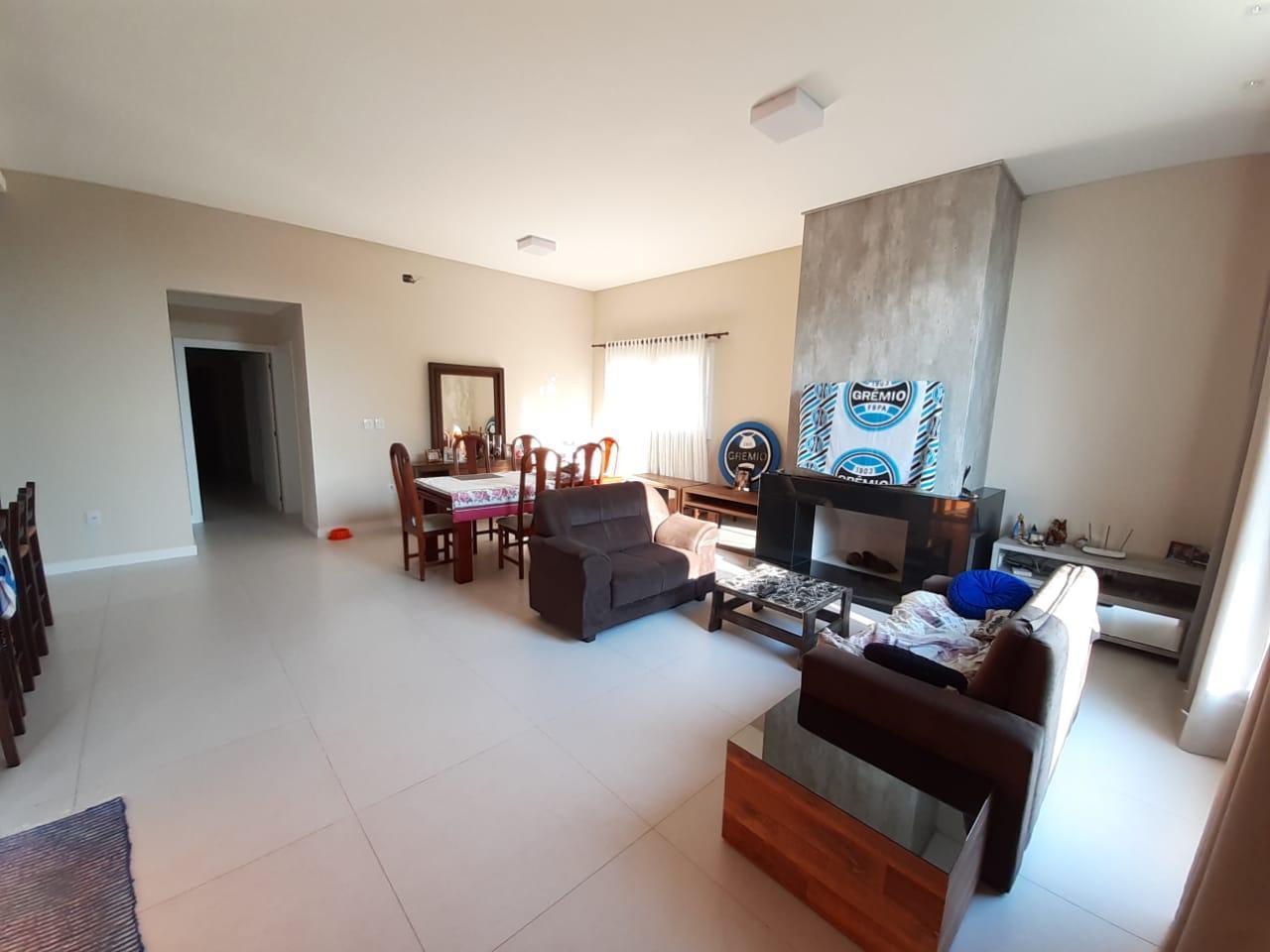 Casa em Condominio 3 Dorm.
