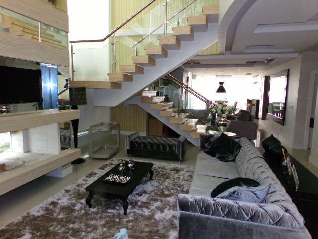Casa em Condominio 4 Dorm.